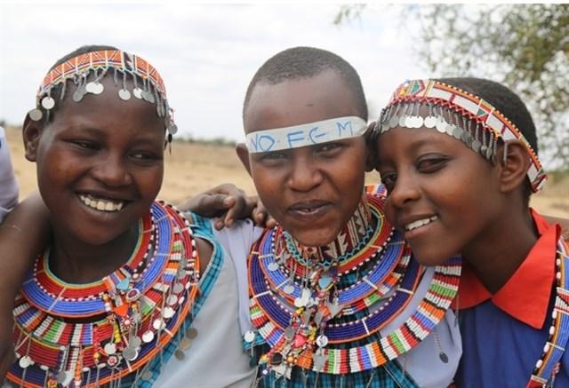 El corte de pelo, ritual alternativo a la mutilación genital femenina en Kenia