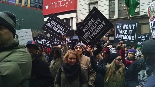 """Le mouvement """"Black Lives Matter"""" approuve BDS et qualifie Israël d'état d'apartheid génocidaire"""