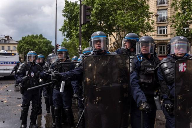Témoignage de brutalités policières : attaque massive en déni d'opinion
