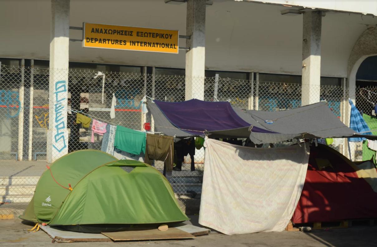 Atene, il quartiere anarchico che ospita i migranti