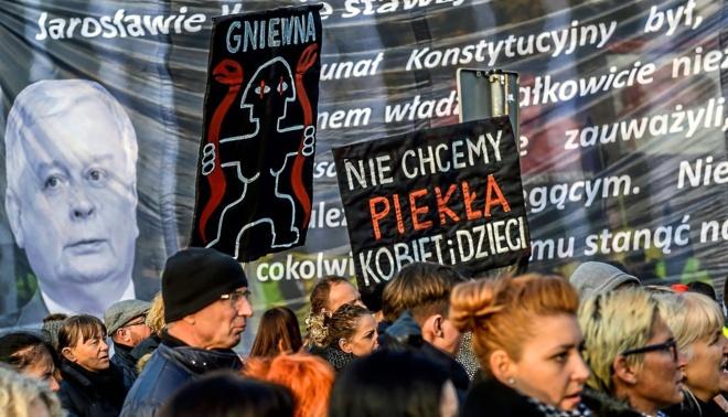 Marcha contra el autoritarismo en Polonia