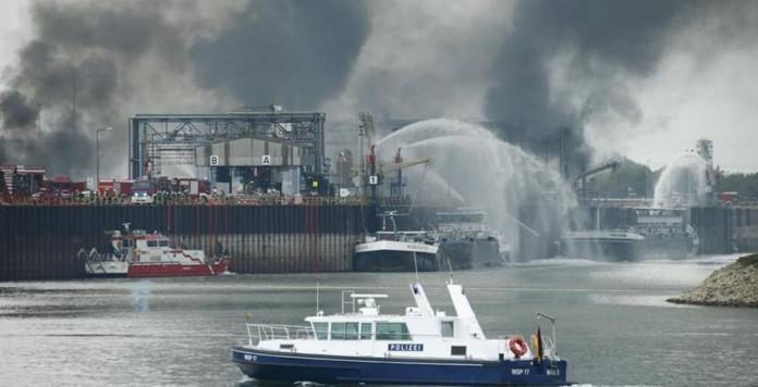 Esplodono due impianti chimici in Germania: è allarme per la nube tossica