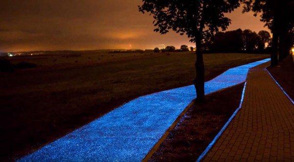 E la pista ciclabile diventa un tappeto di luci