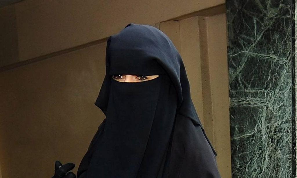 Wer Burka Niqab als (patriarchale) Zeichen verbietet, muss auch anderes auf den Index setzen