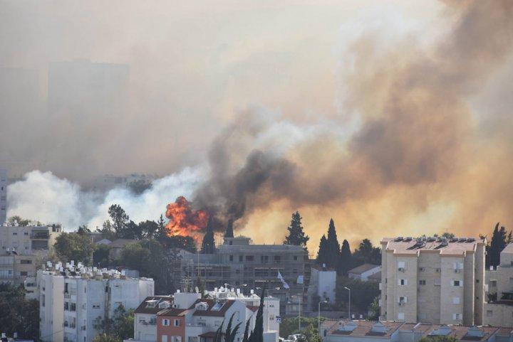 Enormes incendies en Israël, attisés par le réchauffement climatique