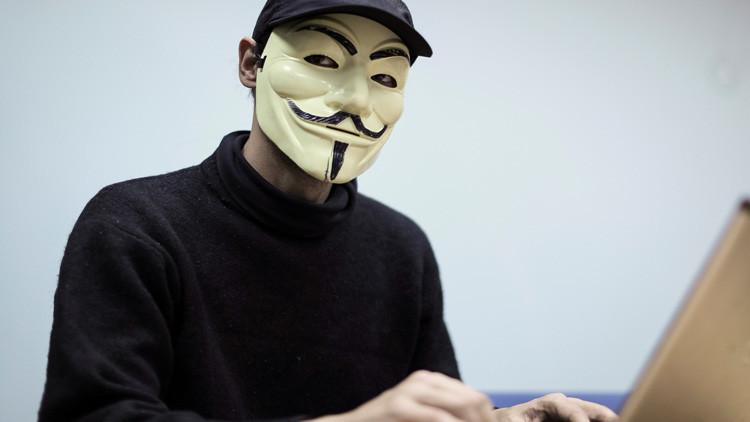 """Anonymous amenaza al grupo Bilderberg: """"Controlamos los ordenadores y móviles de vuestras familias"""""""