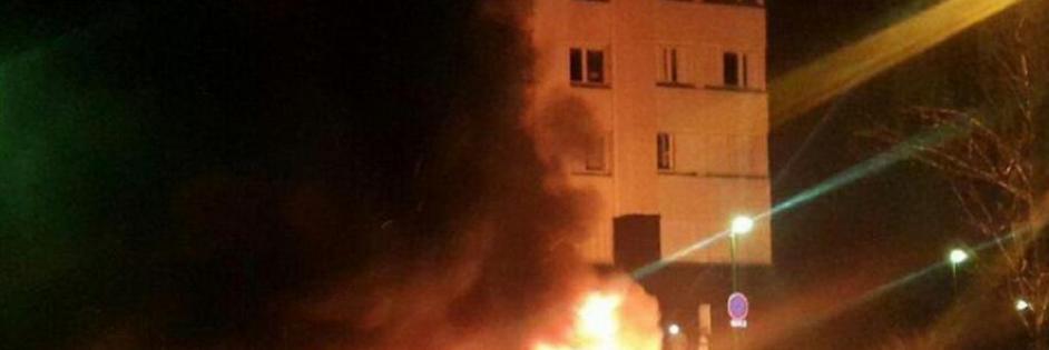 Giovane picchiato dalla polizia: banlieue in rivolta a Parigi