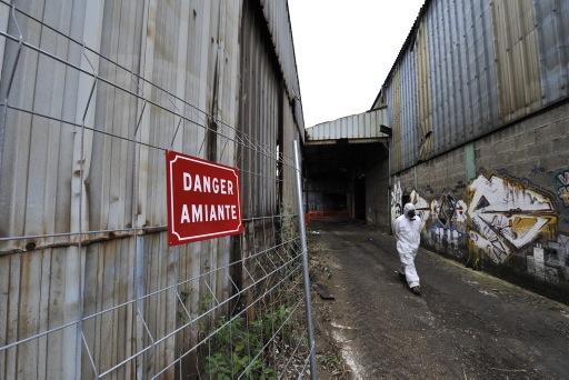 En France, il reste 20 millions de tonnes d'amiante disséminées dans les bâtiments