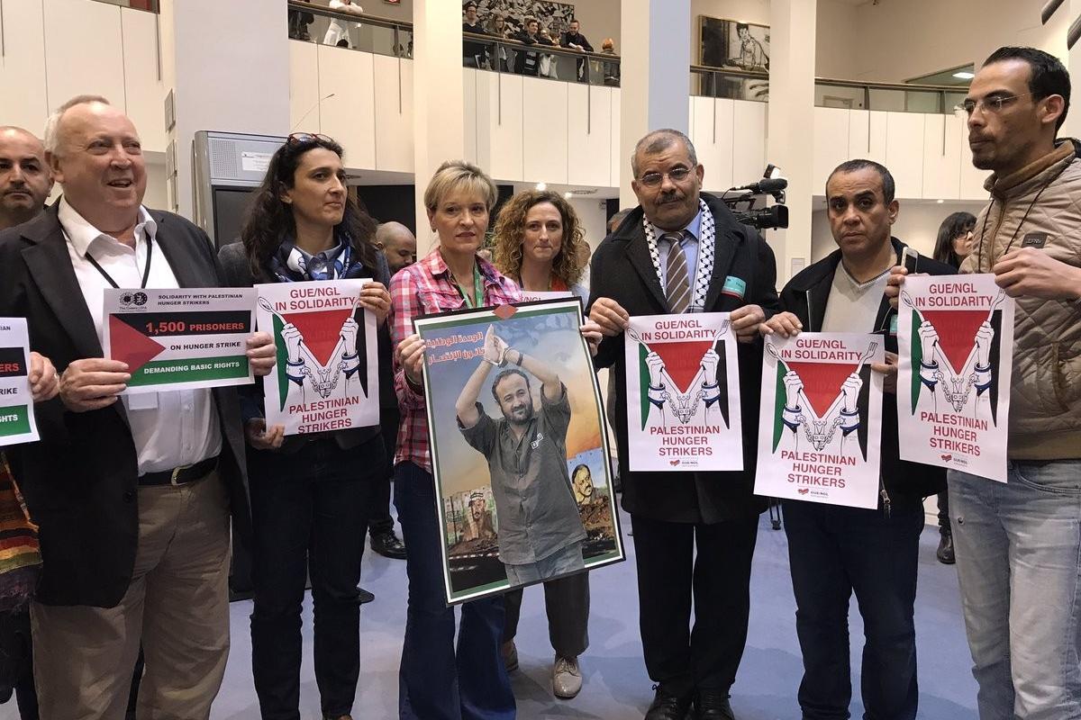 Miembros del Parlamento Europeo solidarizan con la huelga de hambre de los prisioneros palestino