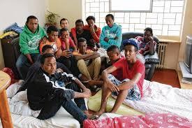 """VERSCHÄRFUNG DER AUSREISEPFLICHT  Flüchtlingskindern droht """"Zwei-Klassen-Asylsystem"""""""