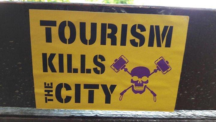 À Barcelone, la mairie alternative tâche de maîtriser le tourisme qui chasse les habitants