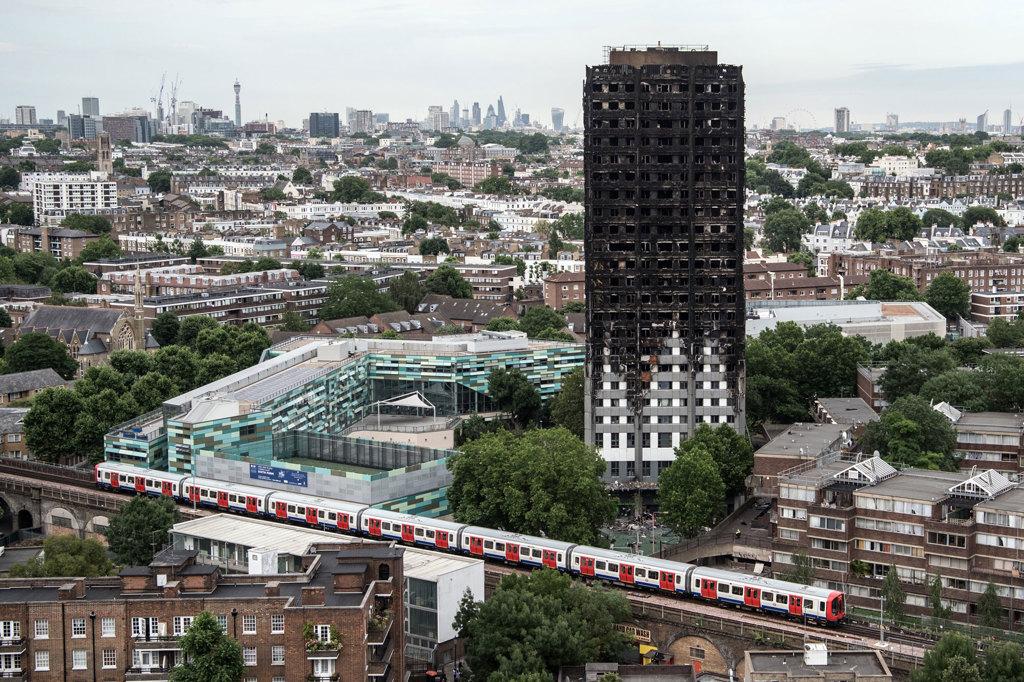 L'incendio alla Grenfell Tower rivela il costo umano dell'austerità