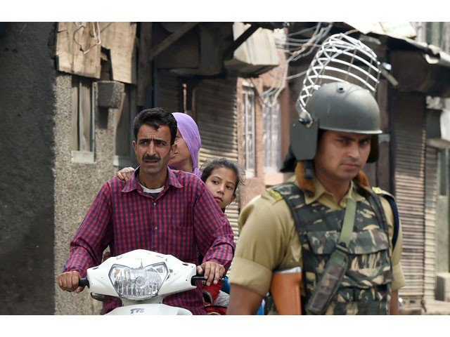 Indian troops open fire on Kashmiri protesters, killing one