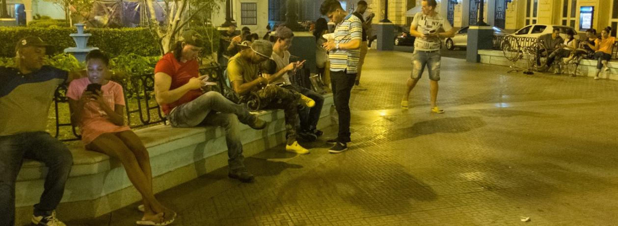 La paradoja de Internet de Cuba: El control y la censura de Internet hacen peligrar los logros de Cuba en materia de educación