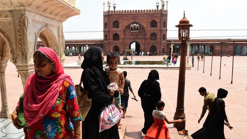 Social media reacts to ban on 'triple talaq' divorce