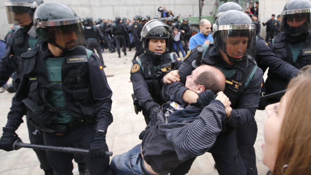 Catalonia independence referendum: EU urges Madrid to avoid more force