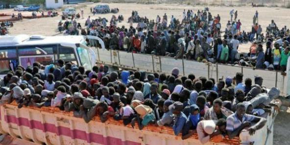 Libye : plus de 20 000 migrants retenus de force par des milices à Sabratha