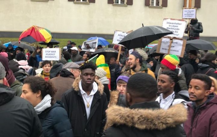 """""""Non ci posso credere!"""" La protesta contro la schiavitù in Libia"""