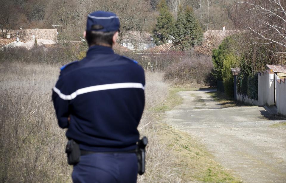 Aube: Un homme prend la fuite après avoir poignardé sa compagne enceinte