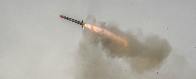 """Arabia Saudita: """"Intercettato un missile dallo Yemen"""". Ribelli Houthi rivendicano: """"Obiettivo era il palazzo reale di Riyad"""""""