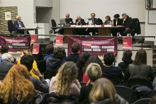 """Migranti, Tribunale dei popoli: """"Italia e Ue corresponsabili di crimini contro l'umanità"""""""