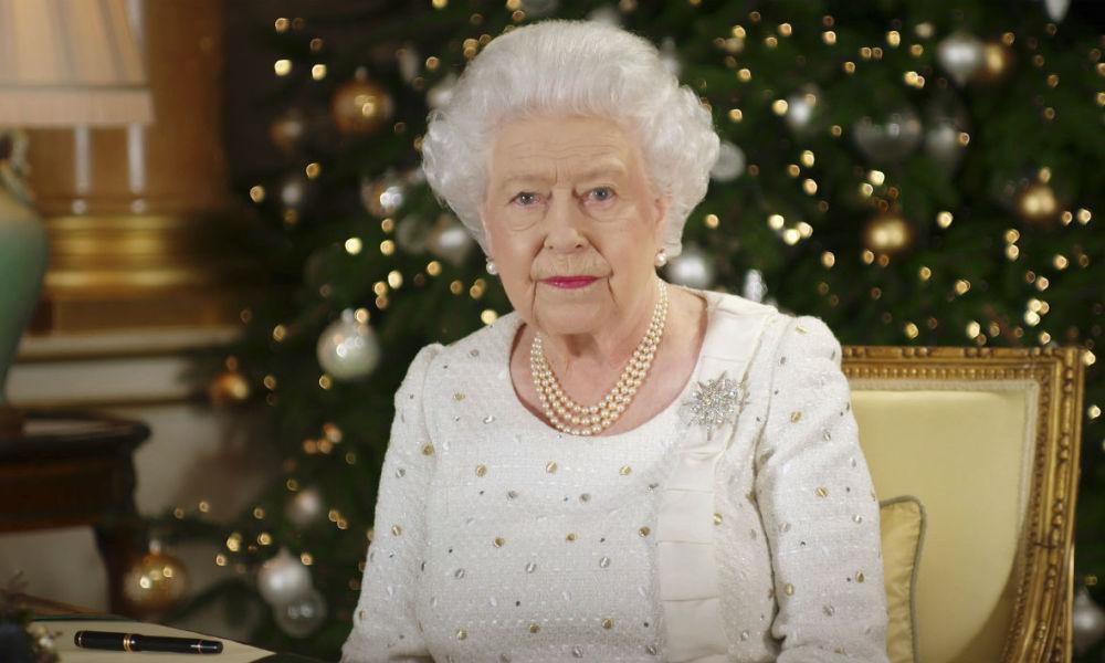 Pour Noël, la reine Elizabeth II rend hommage aux victimes des attentats