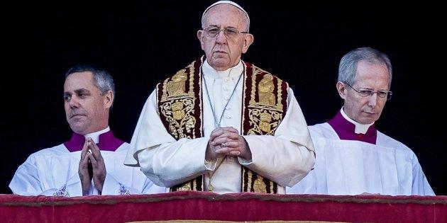 """El papa Francisco ruega por los niños """"a los que se ha robado la infancia"""""""