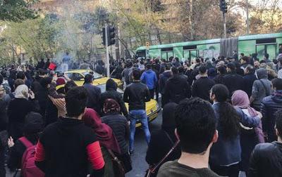 In Iran la Guardia Rivoluzionaria spara sui manifestanti, due morti