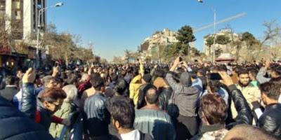 Si muove l'Iran. Dopo le proteste di piazza contro il carovita e gli arresti, oggi sfilano i pro-regime