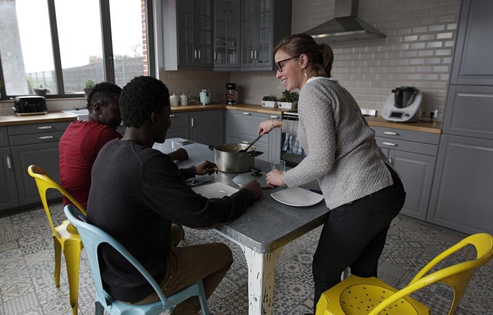 Près de Lille, Florine l'infirmière héberge deux mineurs étrangers et «ça se passe très bien»