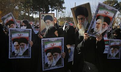 Las protestas en la calle, un arma de combate entre facciones iraníes