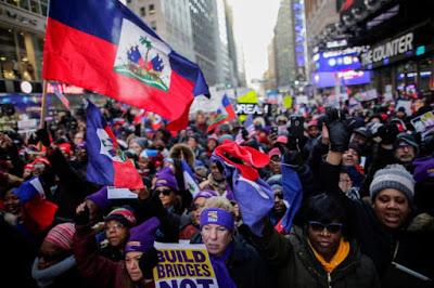 Des centaines d'Haïtiens-Américains manifestent à Times Square contre le racisme