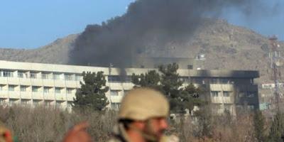 """I talebani colpiscono ancora Kabul, ambulanza usata come autobomba. Emergency: """"È un massacro"""""""