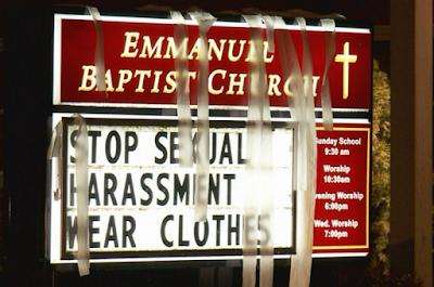 """""""Arrêtez le harcèlement, rhabillez-vous"""", cette église de l'Indiana est allée trop loin"""