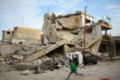 Le régime syrien bombarde sans cesse un fief rebelle malgré les protestations