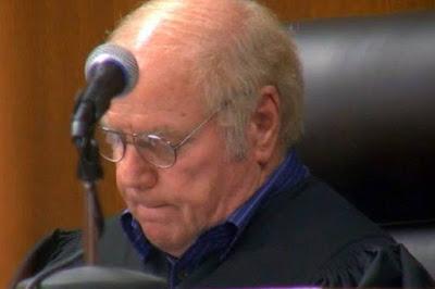 Condenado un juez en EE UU por hacer fotos sexuales a jóvenes a los que absolvía