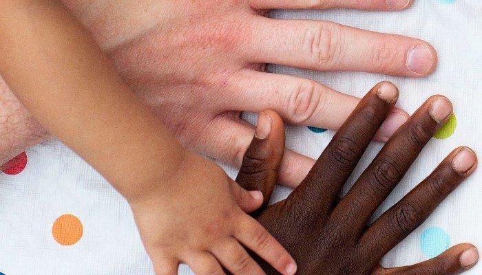 Madre Coraggio[1] – Madri bianche e bambini neri