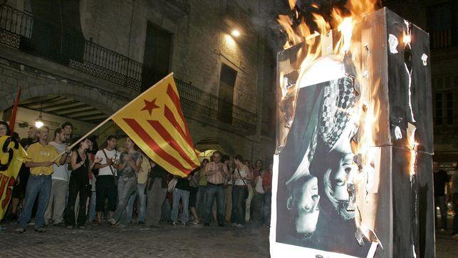 La Justicia europea sentencia que quemar fotos de los reyes es libertad de expresión