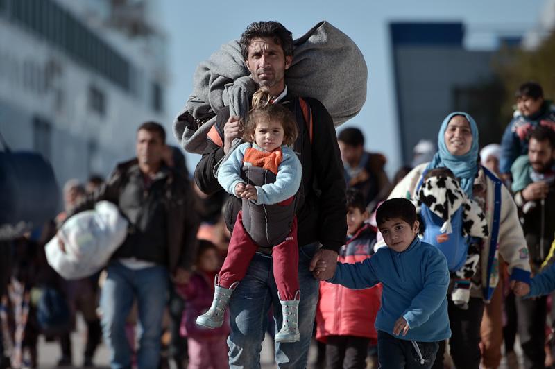 Mariano de Miguel aborda en una charla en Potes la situación de los refugiados