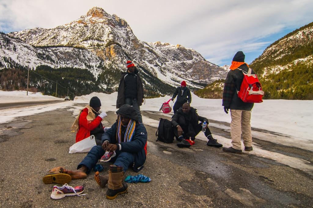 Da Bardonecchia a Briançon, in viaggio con i migranti sulle Alpi