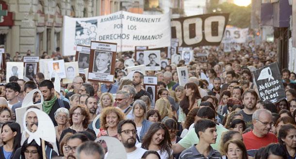 """Argentina: moltitudini di persone in strada per dire """"Basta repressione!"""""""