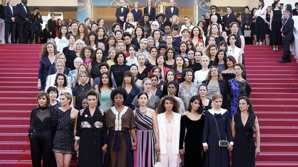Un total de 82 mujeres protestan en la alfombra roja de Cannes para exigir igualdad