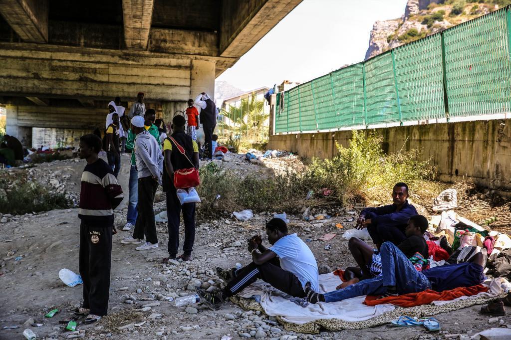 Oxfam denuncia abusos y devoluciones ilegales de menores en la frontera francoitaliana