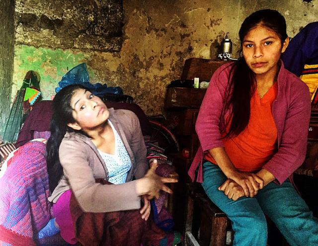 Pobres y discapacitados viven en las sombras en Perú
