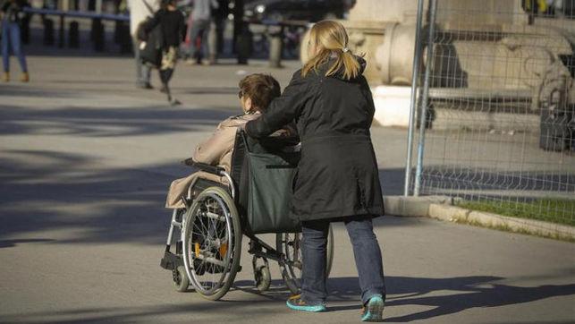 El trabajo de cuidados no pagado hecho por las mujeres supone el 10,3% del PIB español