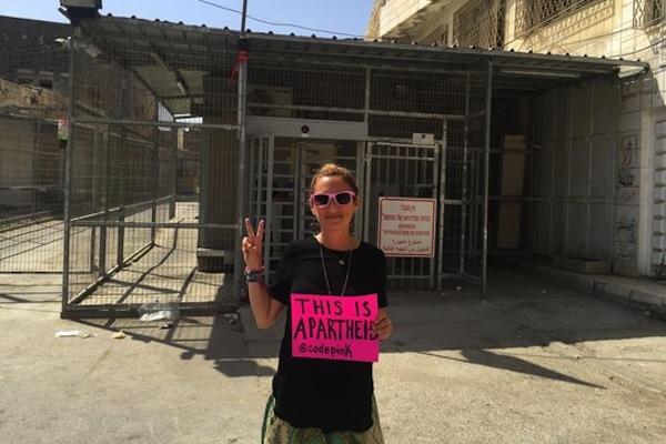 ISRAELE. Deportata attivista ebrea americana Ariel Gold, direttrice di Code Pink