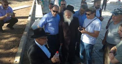200 colons dirigés par un membre de la Knesset profanent la mosquée al-Aqsa