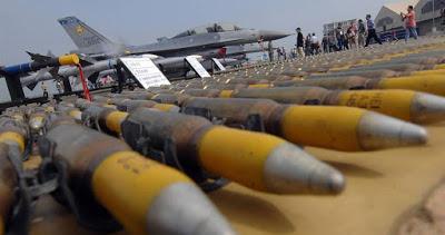 Un ministre d'état et 50 législateurs irlandais appellent à un embargo des armes avec Israël