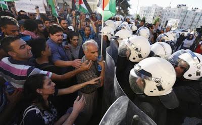 Hrw: torture sistematiche nelle prigioni di Anp e Hamas