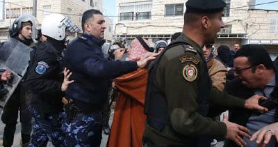 Des manifestants palestiniens réclament la fin des traitements brutaux infligés par l'AP